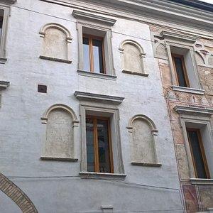 Facciata di Palazzo Crescendolo Milani