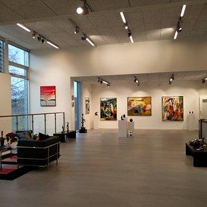 Smukt sted, med kunst og ægte tæpper i meget god kvalitet. Familieejet gemmer 4 generationer, go