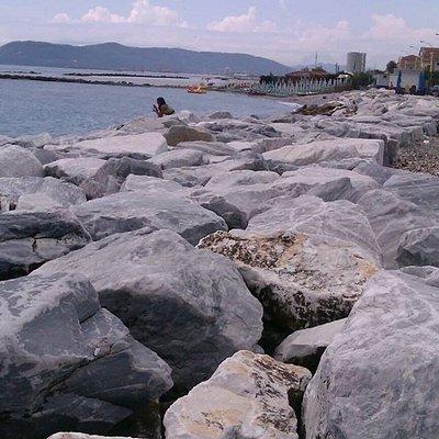 Мрамор на пляже