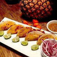 Taquitos de Cochinita con su salsa de Habanero y piña