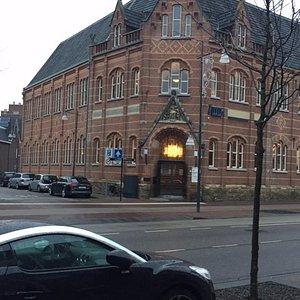 De school van de buitenkant