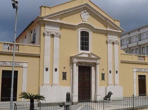 Il frontale della chiesa