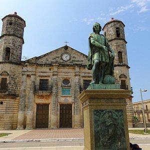 Cardenas Cathedral & the Columbus Statue - Cuba (04/April/16).