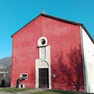 la Chiesa Rossa in una bella giornata serena