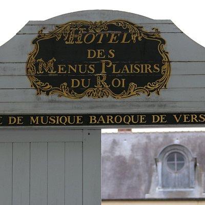 Hotel des Menus Plaisirs front gate at 22 Avenue de Paris