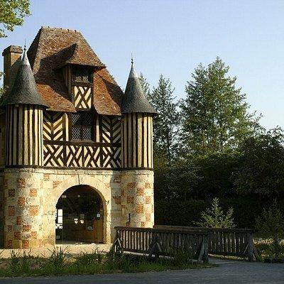 Château de Crèvecoeur en Auge - porterie/accueil