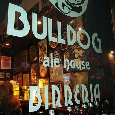 Vetrina Birreria Bulldog ale house Birreria Cosenza Italia - Birrerie Italiane Pub