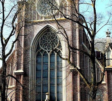Vista del frontispicio de la iglesia