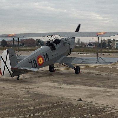 avioneta antigua... de exhibición