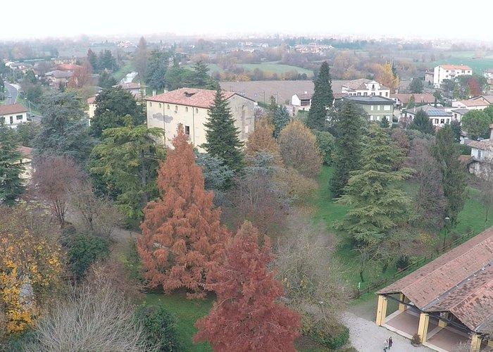 Parco e villa in inverno