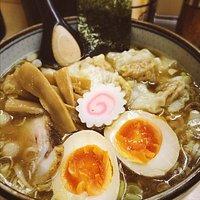 府中本町の行列必死のラーメンの人気店 ワンタン麺がおすすめ!