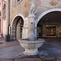 фонтан с орлом