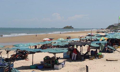 Detalles de los puestos de comida ambulante en la playa de Vung Tau