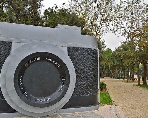 Fellinia: la grande macchina fotografica. Piazzale Fellini. Rimini