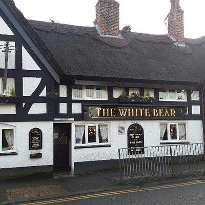 el pub THE WHITE BEAR en la plaza CANUTE.