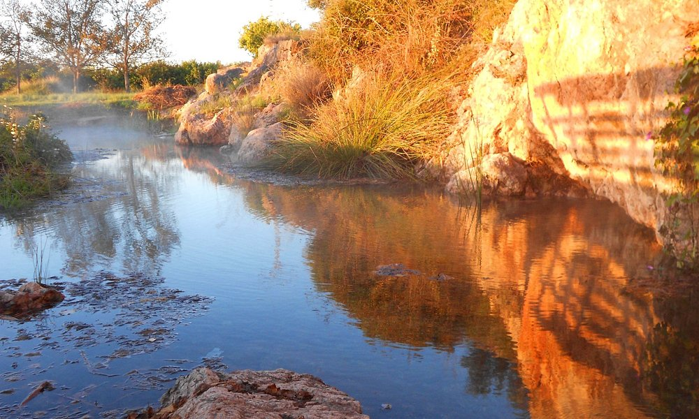 Agua brotando a mayor temperatura que el aire frio invernal