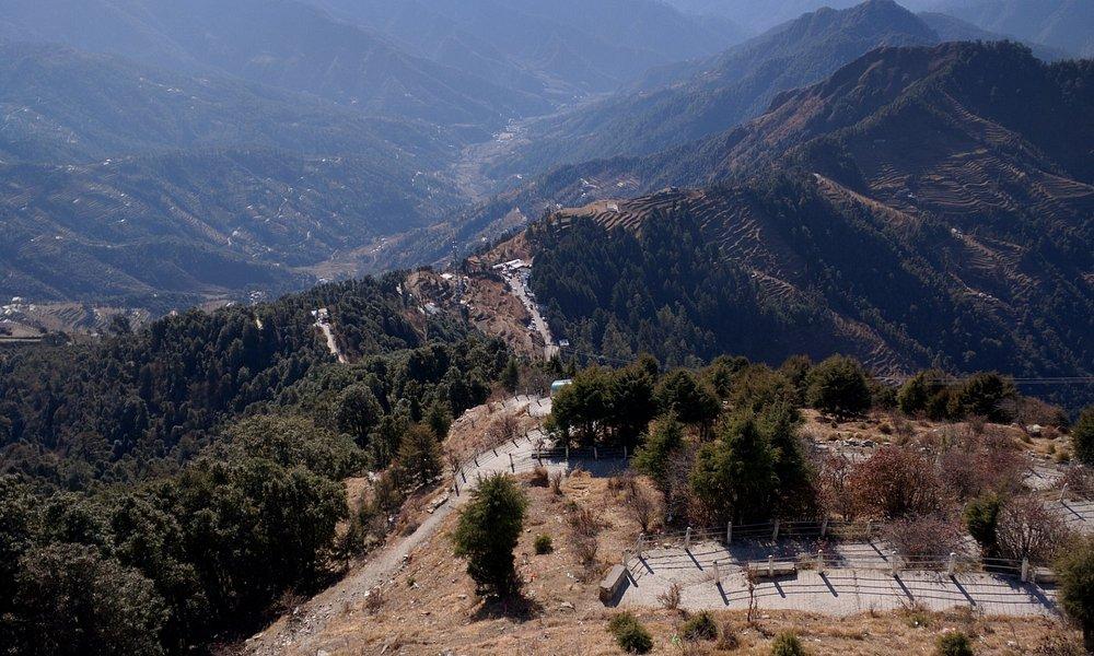 The path to Surkanda Devi Temple