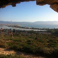 la spiaggia del Poetto vista dall'interno del fortino di Sant'Elia