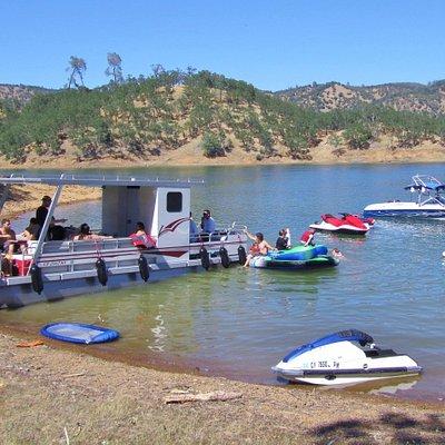 Rent a Pontoon Boat Jet Ski or Ski / Wakboard Boat