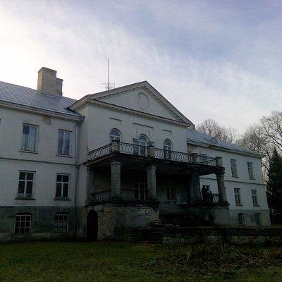 Парковый фасад с балконом-террасой