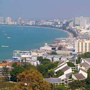Even during the day, Pattaya Bay breathes relaxation and fun