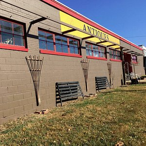 9,000 sqft, 70+ dealers, air conditioned/heated business, parking available