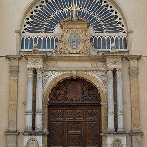 Portail de l'ancienne chapelle des Annonciades