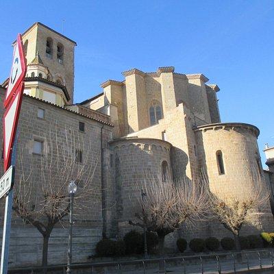 absiden vormen stadsmuur