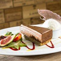 Nøddebund med chokolademousse // home made nutty cake