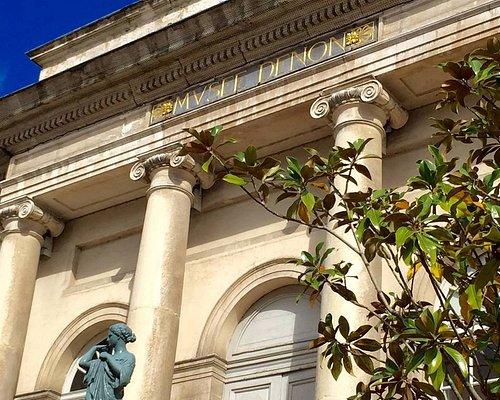 Facade et entrée principale