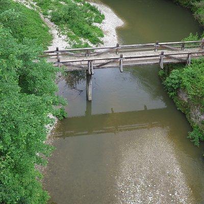 Деревянный мост в каньоне Кокры