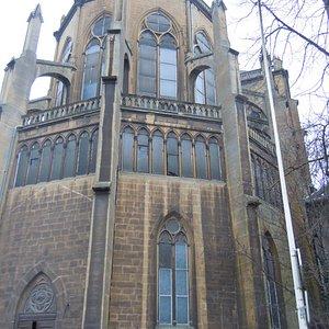 Arrière de l'église et porte d'entrée côté Choeur