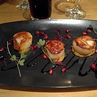 Scallop starter, fillet steak with Lincolnshire poacher cheese, creme brulee with ice cream