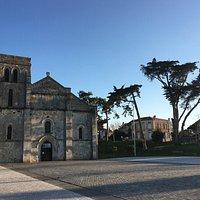 Et aussi la Basilique Notre Dame la fin des terres et l'ancien monastère Bénédictin