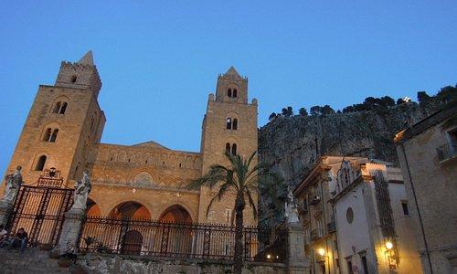 Ораторий справа от Duomo