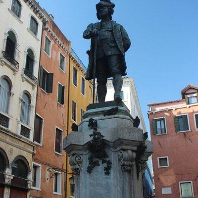 Памятник Карло Гольдони