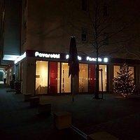 Außenansicht inklusive Weihnachtsbaum