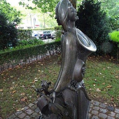 Statue à l'entrée du parc du chateau de Neersen