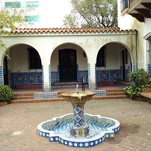 patio y fuente