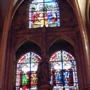 Vitraux d'une des chapelles