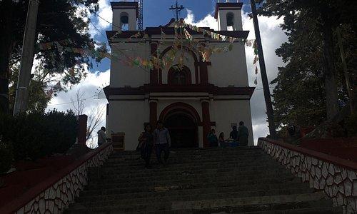 Pequeña iglesia con una vista formidable de San Cristóbal!