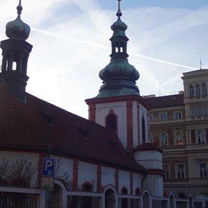 Kostel Nejsvětější Trojice v Podskalí