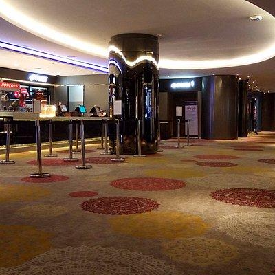 Bagian lobby, loket pembelian tiket, dan snack