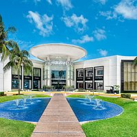 Luxury Avenue Boutique Mall Cancun