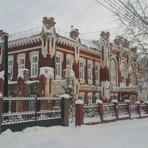 Здание Вятской гуманитарной гимназии