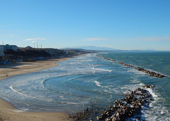 Widok na plaze i Apeniny