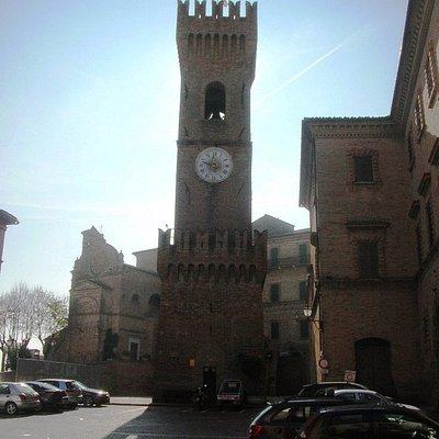 La torre in piazza dei Martiri