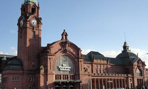 ウィスバーデン中央駅は、歴史ある建物がそのまま残っている