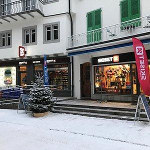 Shop & Ski Depot on High Street