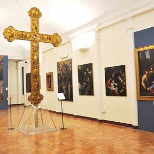 Il salone della Croce processionale, alta più di 4 metri!